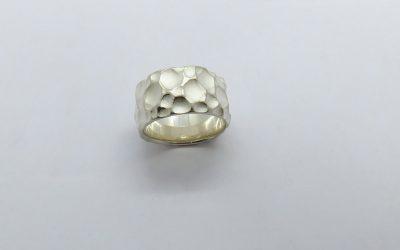 breiter_Ring_hemaemmert_Silber